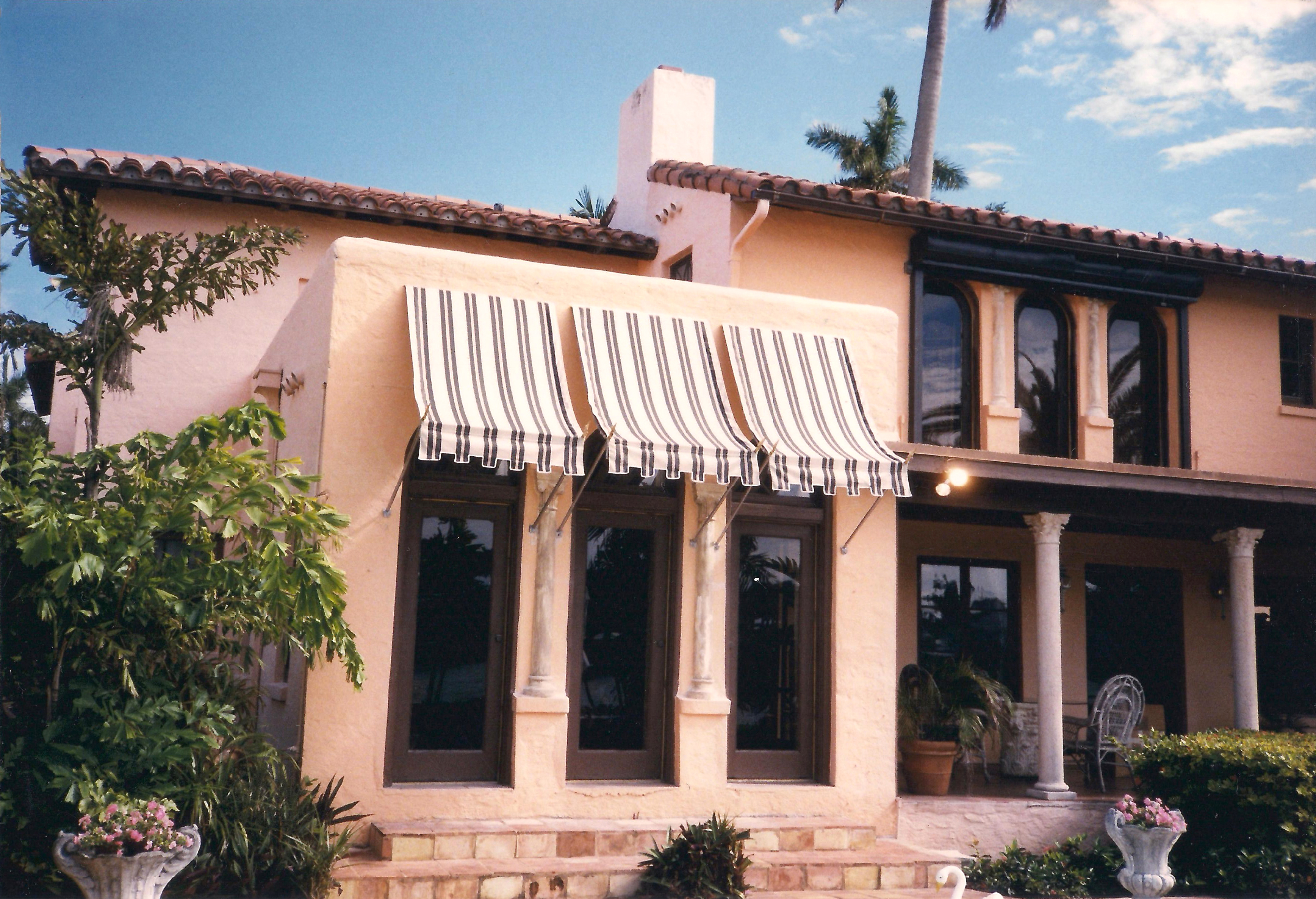 Concave Spear Awning | LLOYDTON AWNINGS